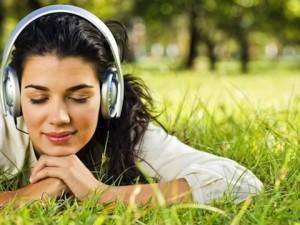 Aprender un idioma escuchando audios